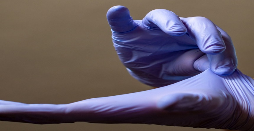 Retrait des gants